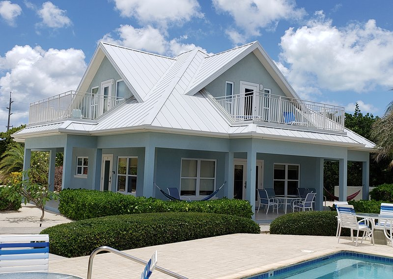 Luxury Home near Rum Point w/ Beachfront Pool, Spectacular Views, # 3 Blue, holiday rental in North Side