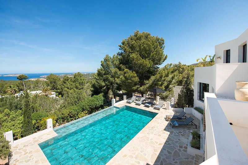 Villa Gomez, holiday rental in Cala Comte