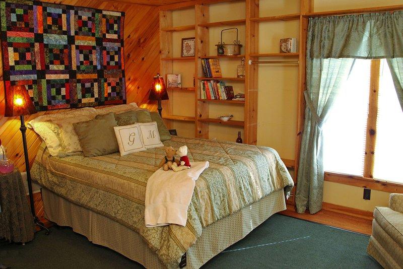 2nd Floor Queen Room with European Style Bath