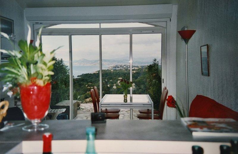 Duplex with 2 bedrooms, Ferienwohnung in Boulouris