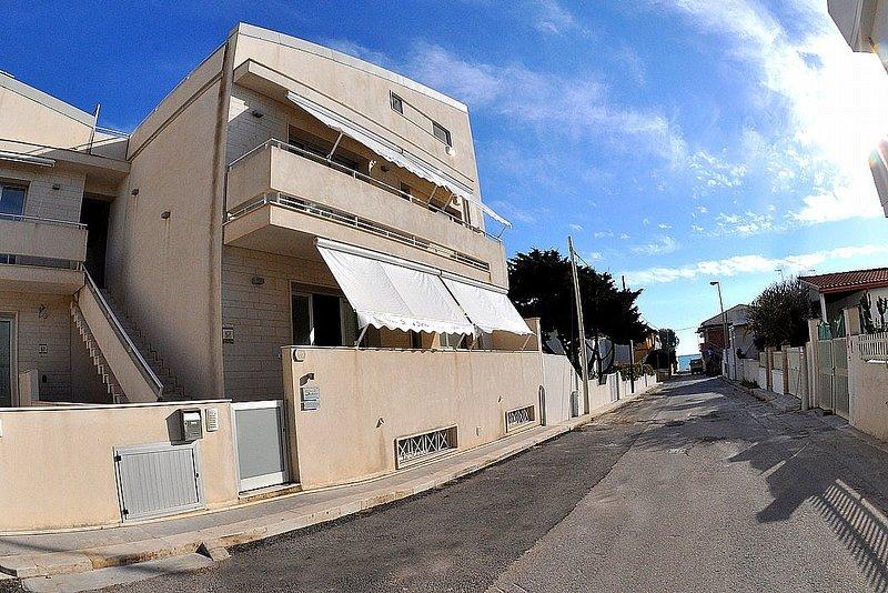 Appartamento Odisseo D, vacation rental in Punta Braccetto