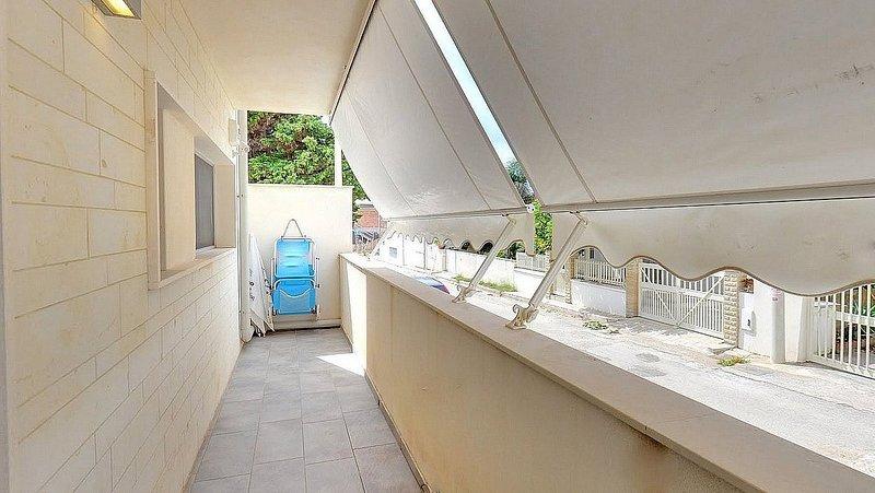 Punta Secca Villa Sleeps 4 with Air Con - 5793847, vacation rental in Punta Braccetto