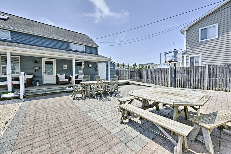 The 4-bed, 2.5-bath vacation rental features accommodations for 12 guests.