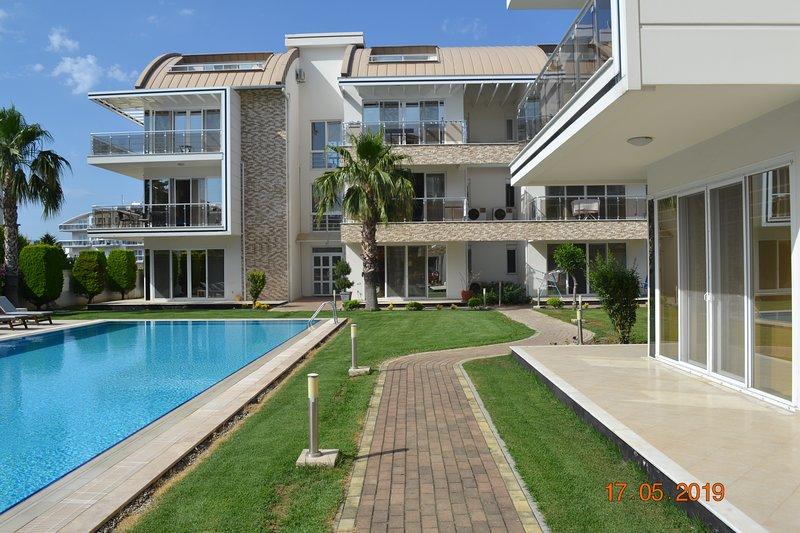 Antalya belek elegant golf pool view 4 bedrooms close to center, holiday rental in Bogazkent