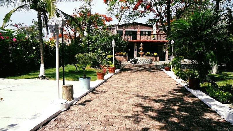 Quinta Caro Paraíso Villa Mexicana De Lujo en Morelos México, holiday rental in Yautepec