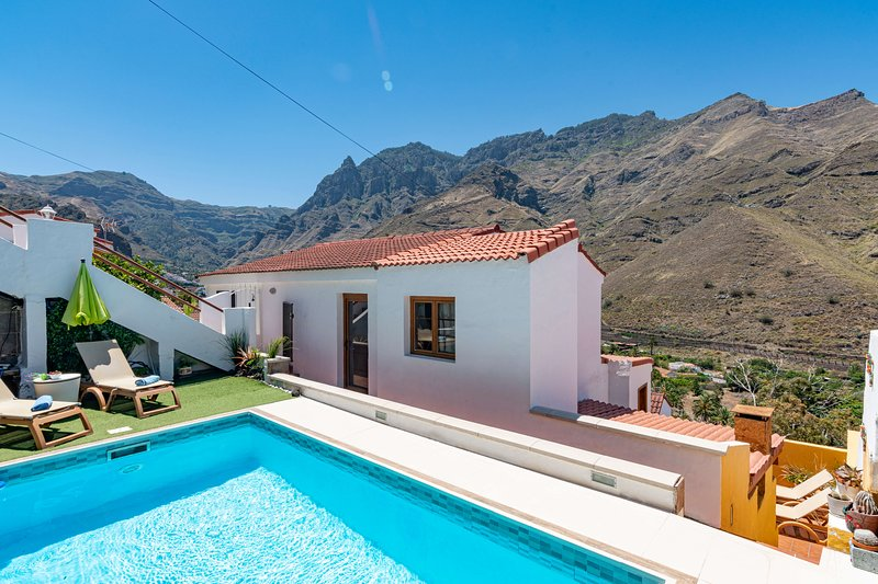 Holiday home with private pool in Agaete, holiday rental in Agaete