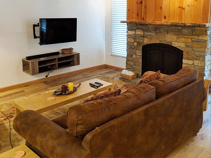 Living Room, Flatscreen TV, Fireplace