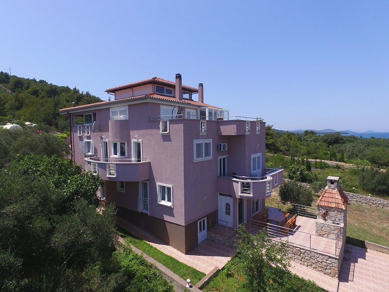 Apartment Julija, holiday rental in Dobropoljana