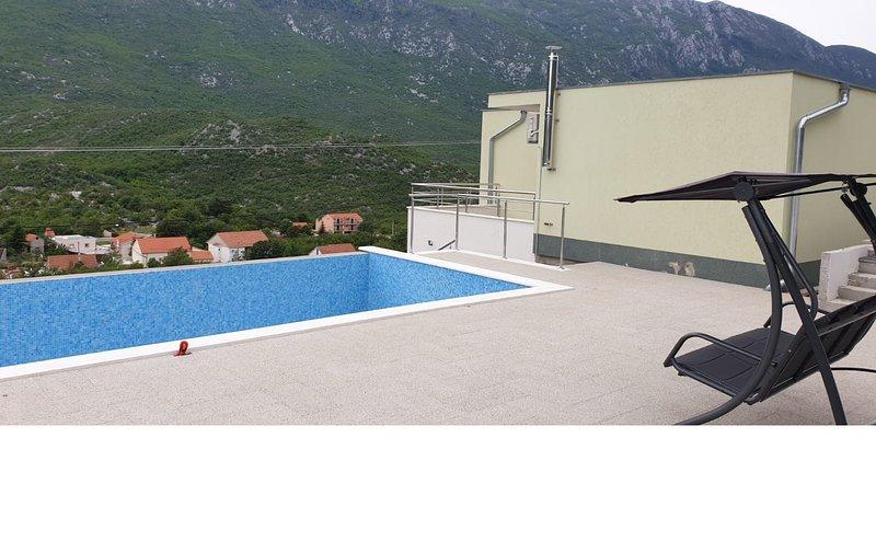 Family Dalmatian Pool House ' RUSULA ', alquiler vacacional en Zagvozd