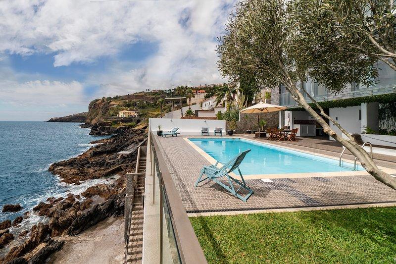 Beach House - Villa Pool & Sea, holiday rental in Santa Cruz