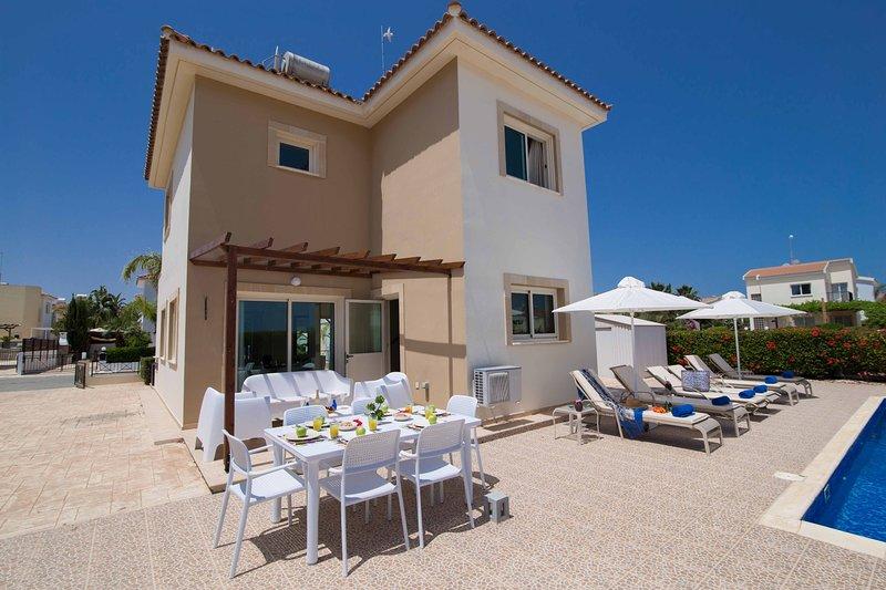 3 Bedroom Villa in Ayia Thekla, holiday rental in Liopetri