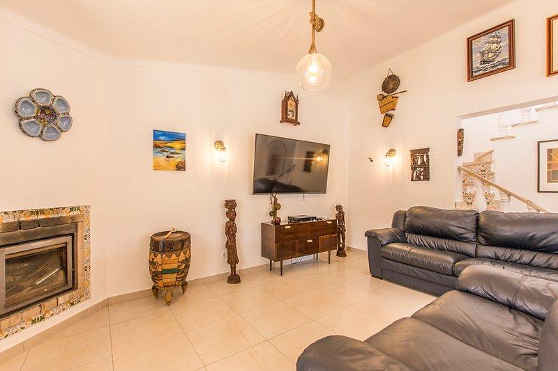 Estombar Villa Sleeps 12 with Pool and Air Con - 5793541, holiday rental in Estombar
