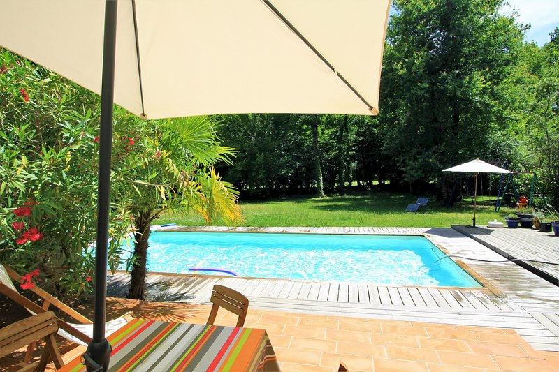 VILLA GOLF BORDEAUX-CAMEYRAC, vacation rental in Lugon-Et-L'Ile-Du-Carnay