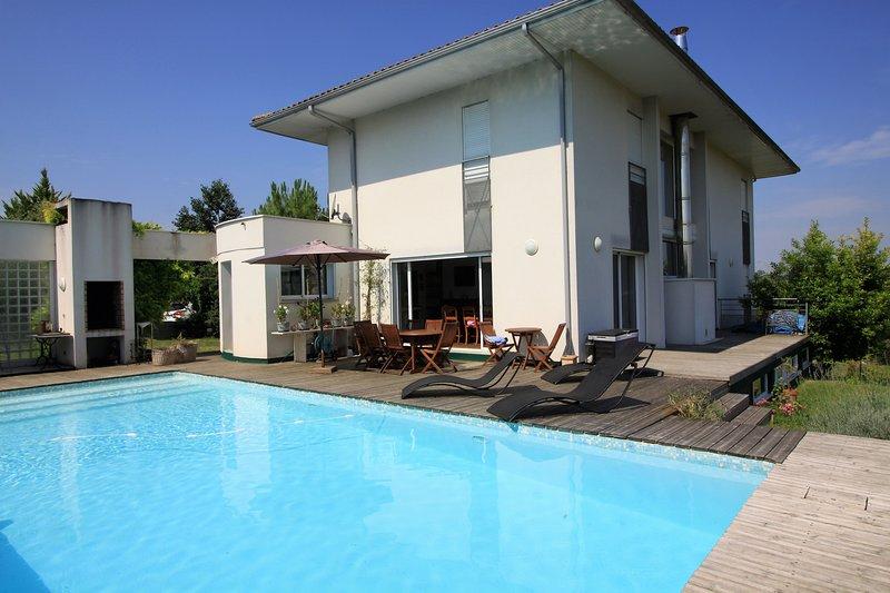 VILLA GOURREGE - PORTES DE BORDEAUX, vacation rental in Saint-Sulpice-et-Cameyrac