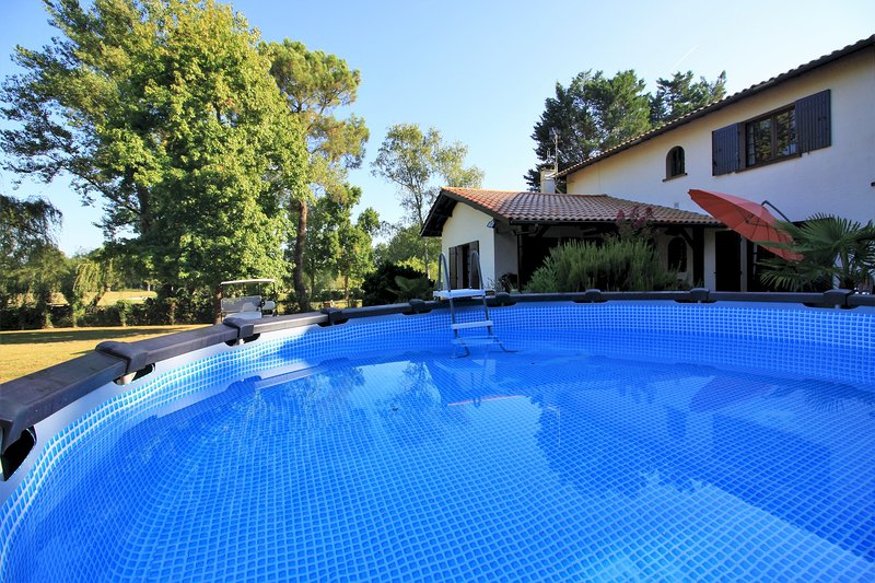 VILLA GRAND BOIS - GOLF DE BORDEAUX-CAMEYRAC, vacation rental in Lugon-Et-L'Ile-Du-Carnay