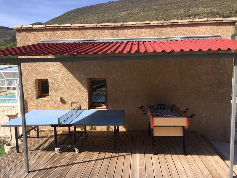 Amazing house with shared pool, vakantiewoning in Vercoiran