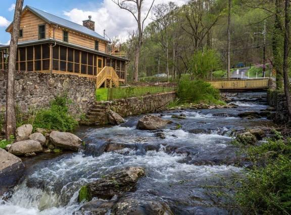 On Roaring Fork Stream 1 Mile To Dwtn Gatlinburg Updated