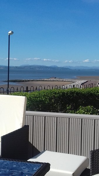 Seafront House with views over Morecambe Bay and Lake District Mountains, holiday rental in Heysham