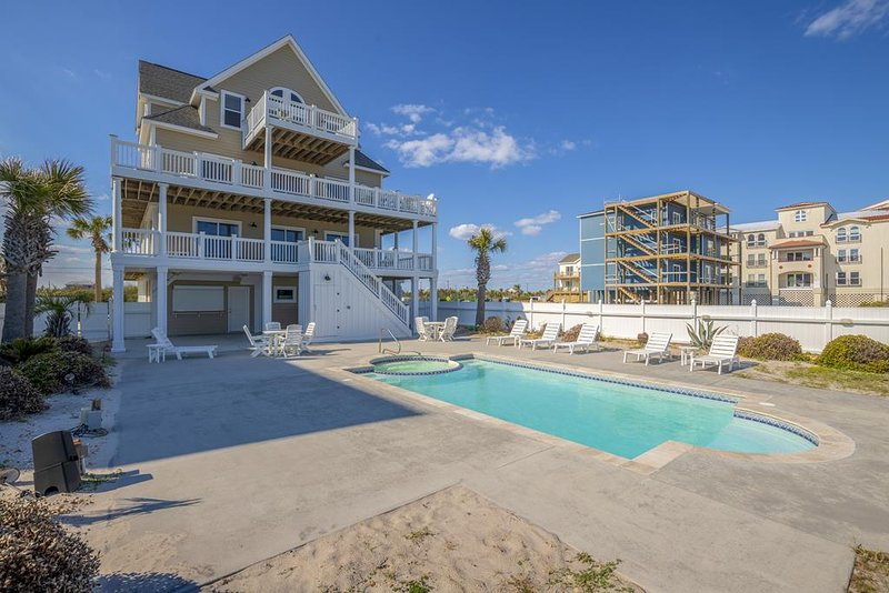 New River Inlet Rd 764 Oceanfront! | Private Heated Pool, Hot Tub, Elevator, Jac, alquiler de vacaciones en Topsail Island