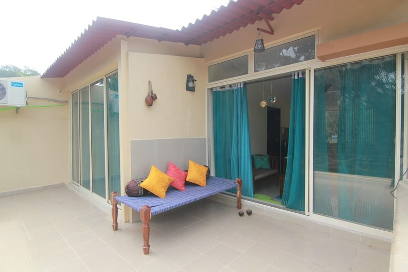 Meraki -Wi-fi enabled AC Apartment with pvt terrace, holiday rental in Verla Canca