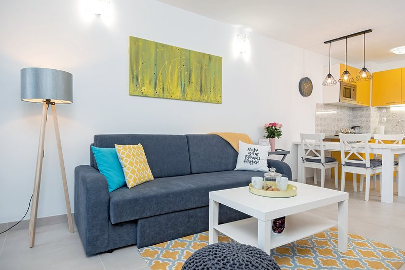 NEW! Yellow Kala apartment****, holiday rental in Zena Glava