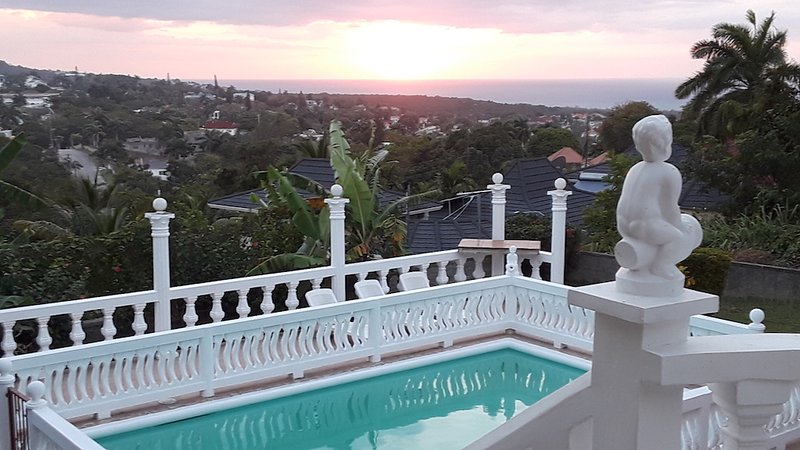 Rooms To Go Montego Bay Hip Strip Special, holiday rental in Ironshore