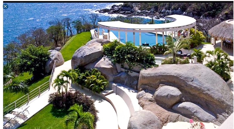 Amazing new condo! Breathtaking ocean views. Beach, Oceanfront pools, restaurant, holiday rental in Huatulco