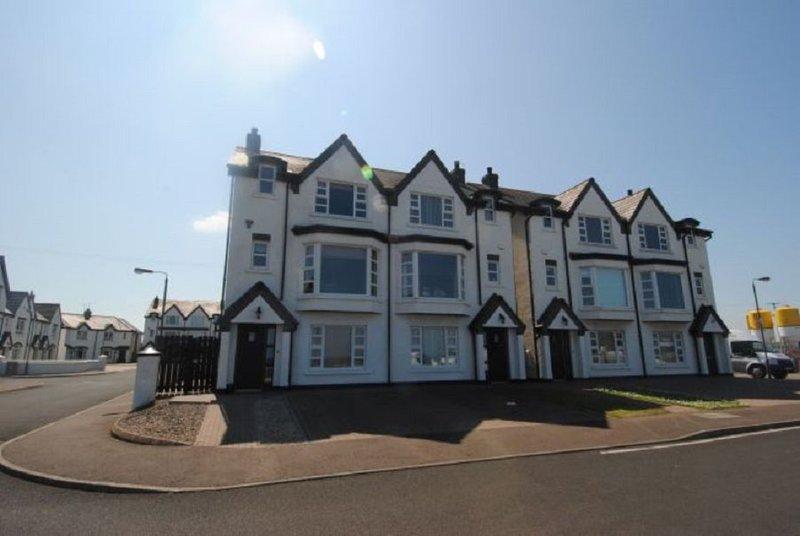 Fabulous 4 Bed/2 Br House with Sea Views, location de vacances à Portrush