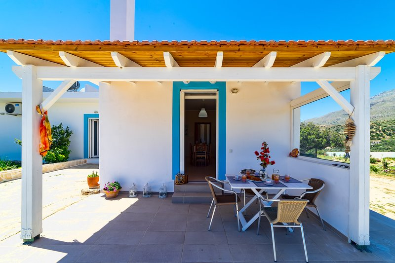 Giorgo's home with sea view, location de vacances à Xilokampos