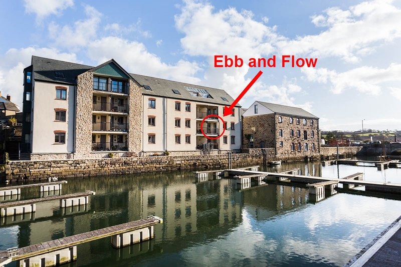 Ebb and Flow, a newly refurbished waterside apartment with reserved parking, aluguéis de temporada em Penryn