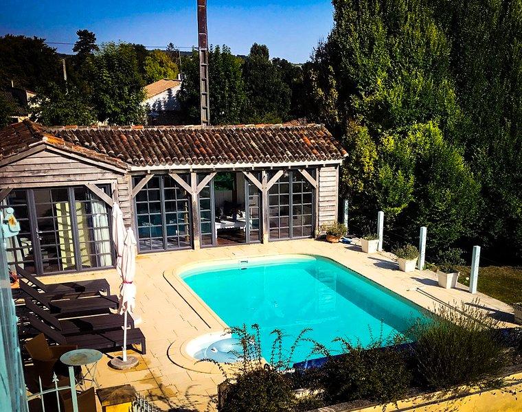Espace piscine et maison d'été