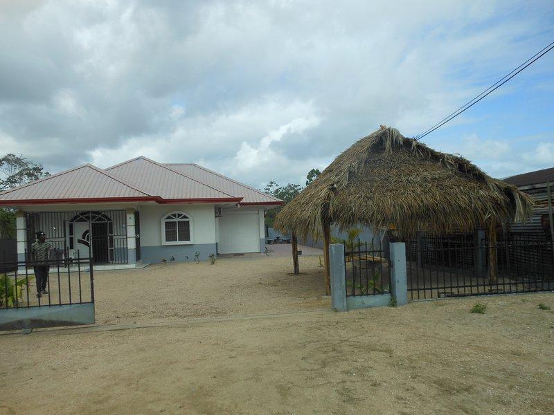 Vakantiehuis midden in de natuur, location de vacances à Surinam