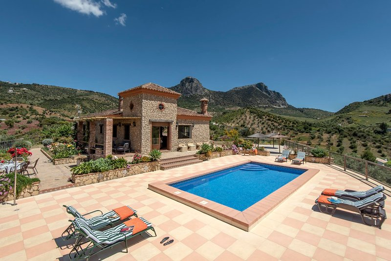 Zahara de la Sierra Villa Sleeps 6 with Pool Air Con and WiFi - 5793787, location de vacances à Zahara de la Sierra