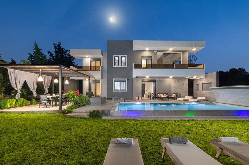 Eternity pool villa /Harmony Residences,, holiday rental in Ialyssos