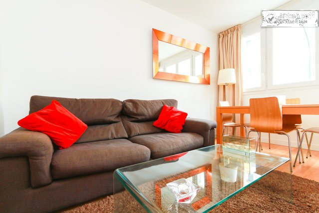Fully renovated - Metro downstairs - 10min from Paris Center, holiday rental in Charenton-le-Pont