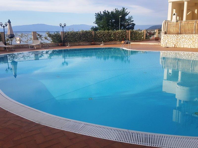 Appartamento A Pizzo Con Piscina Vista Mare, Ferienwohnung in Pizzo