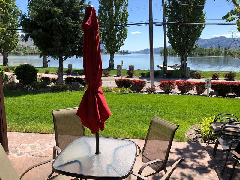 Lakefront Townhouse Family Complex, Popular Wine Country and the Best Golfing, holiday rental in Osoyoos