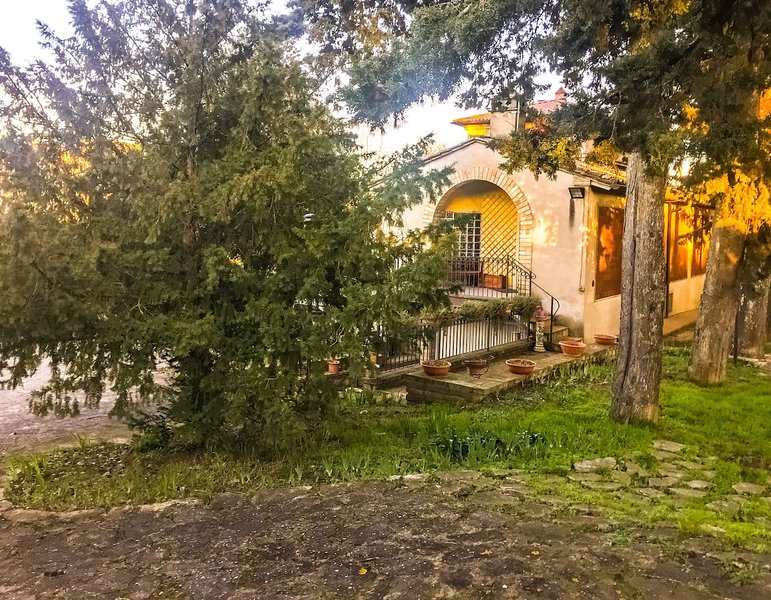 Villa indipendente con giardino e parcheggio privato, holiday rental in Ponte San Giovanni