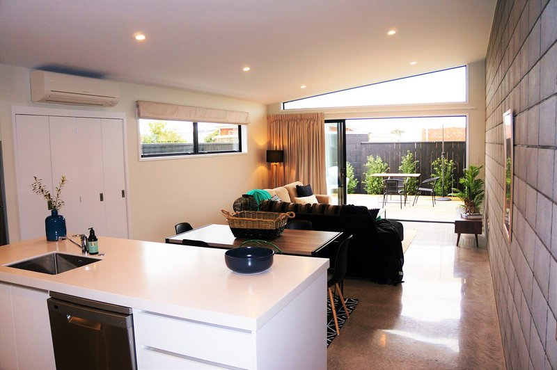 PERFECT ON POWDERHAM - PRIME INNER CITY LOCATION, holiday rental in New Plymouth