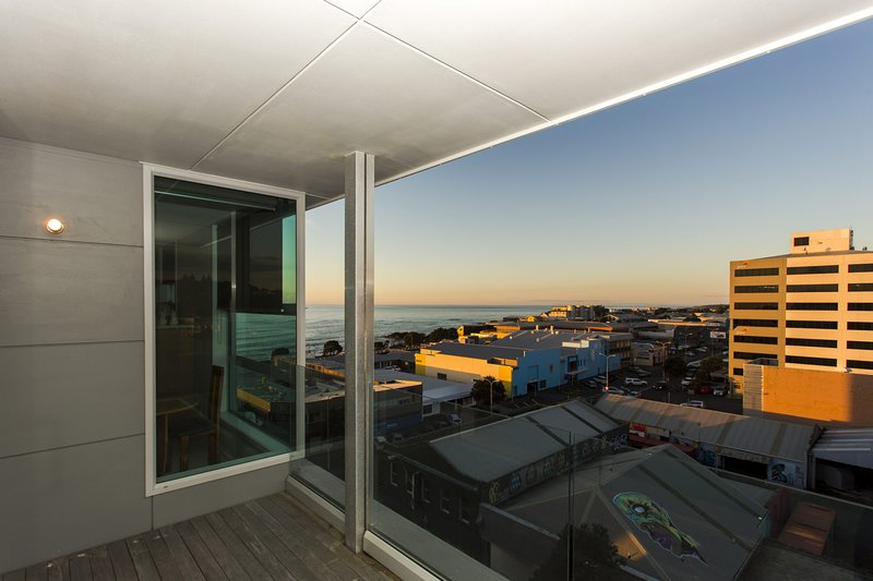 MAJESTIC MOUNTAIN VIEW - PENTHOUSE, holiday rental in New Plymouth