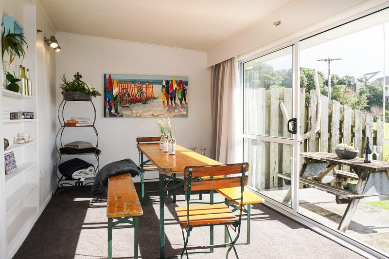 NUMBER THIRTY - AT THE BEACH, holiday rental in Oakura