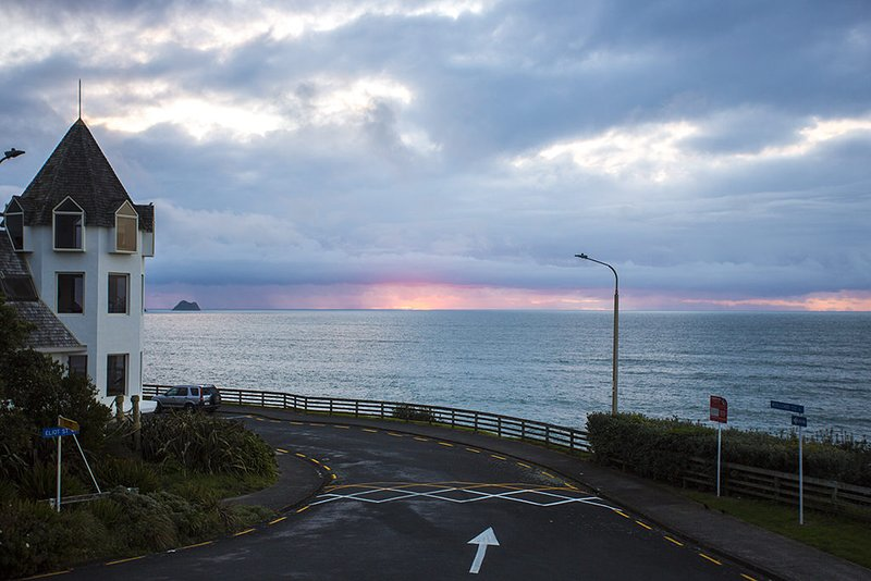 DOLLY KIWI ICONIC BACH IN PRIME LOCATION, holiday rental in New Plymouth