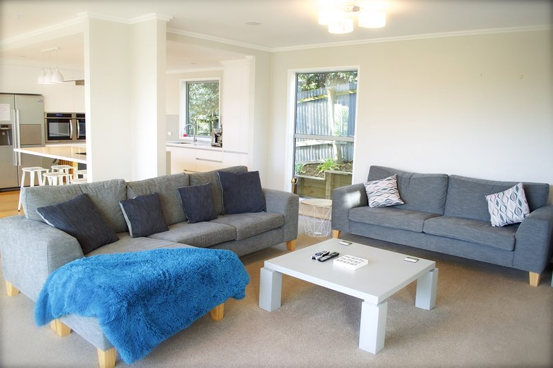 MAGIC ON MOLESWORTH - WOW FACTOR - PRIME LOCATION, holiday rental in New Plymouth