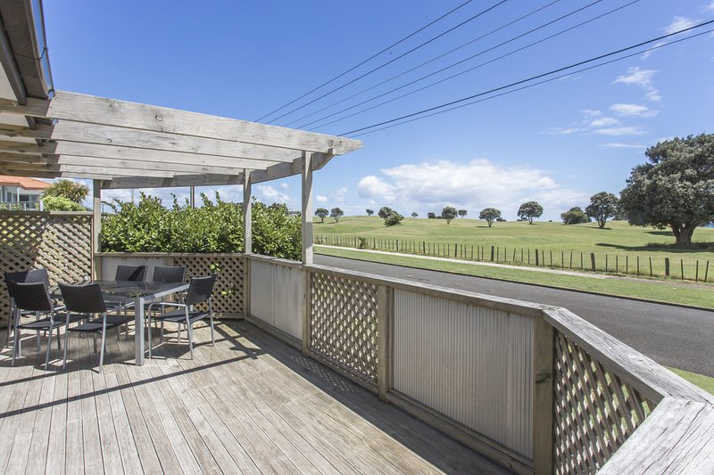 FAMILY FRIENDLY IN FITZROY - LARGE HOLIDAY HOUSE, holiday rental in New Plymouth
