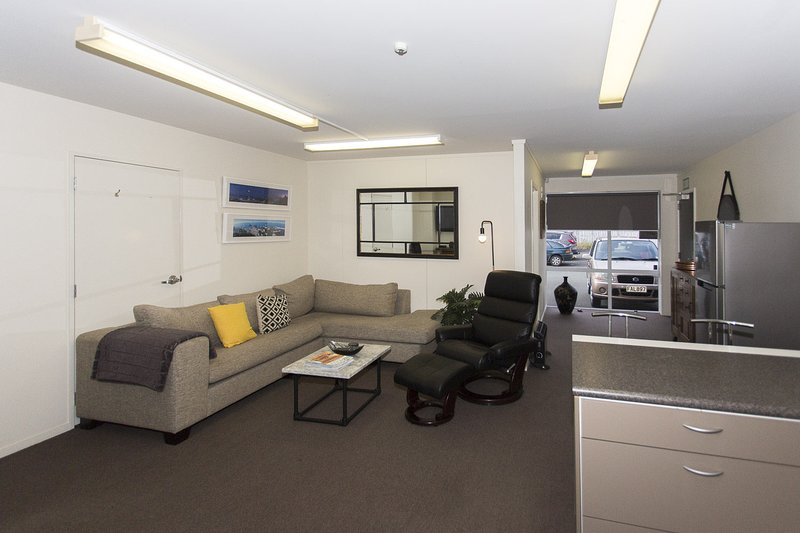 STYLISH IN STRANDON - GREAT VALUE APARTMENT, holiday rental in New Plymouth