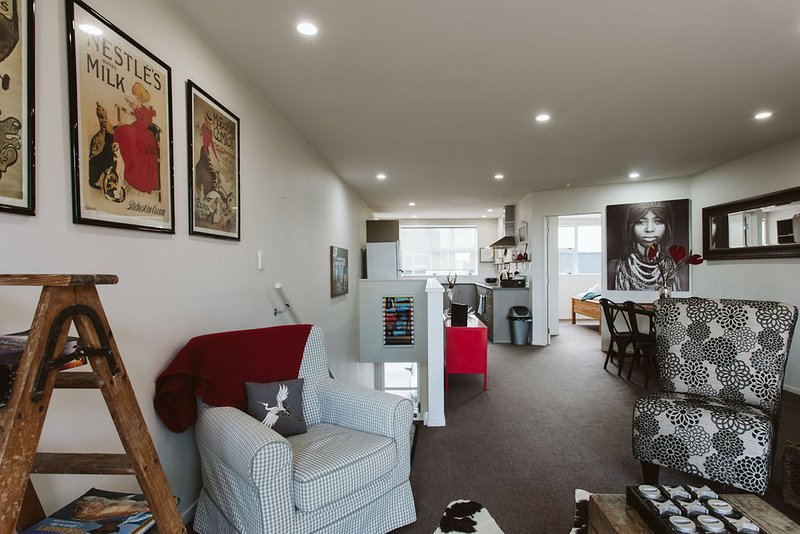 THE LOFT NO3 - CONVENIENT IN STRANDON, holiday rental in New Plymouth