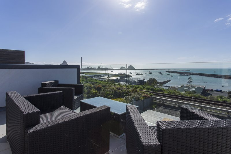 THE WATERFRONT ESCAPE, holiday rental in New Plymouth