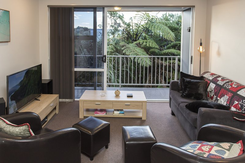 THE STRANDON LOFT NO 7 - PRIME LOCATION, holiday rental in New Plymouth