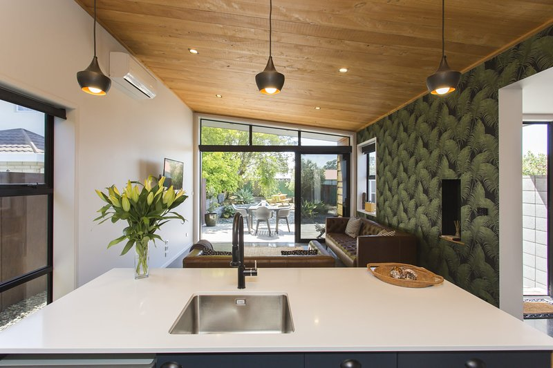 SIX ON FITZ- CONTEMPORARY BACH, holiday rental in New Plymouth