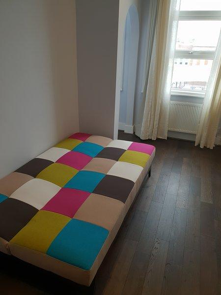 Entire Luxurious Flat sleep 4 to 5 person, Ferienwohnung in Willesden